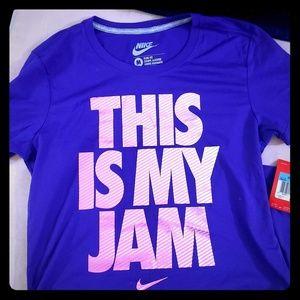 Nike tshirt NWT